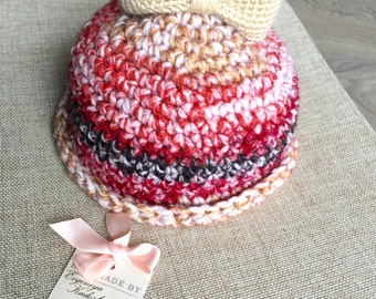 Bell hat with beige bow