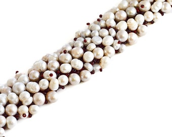 Thaumas // Pearl Bracelet // Beaded // Red, white and light green // Seed Beads // Freshwater Pearls // Beadwork