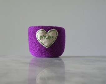 "felted ring bowl - bright purple wool with oatmeal heart and ""MOM"" embroidery in green - Gifts for mom  - ready to ship"