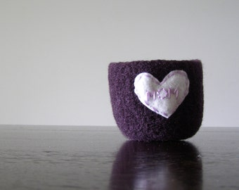 "felted ring bowl - dark purple wool with white heart and ""MOM"" embroidery in pink  - Gifts for mom  - ready to ship"