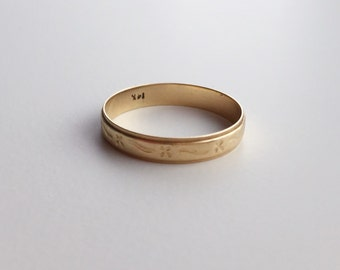 V I N T A G E // embossed wedding band / 14k yellow gold patterned ring / size 7.5