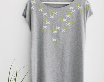 Women Grey t-shirt, Grey top, xxx printed T-shirt, Hand printed tunic, Designer Shirt , kimono top