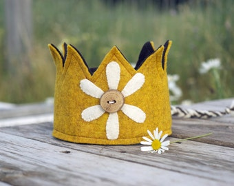 Felt Crown - Birthday Crown - Yellow - Daisy - Wood Button - Wool Felt - Waldorf
