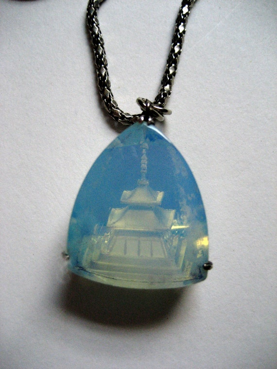 vintage green opalescent glass asian pagoda pendant necklace