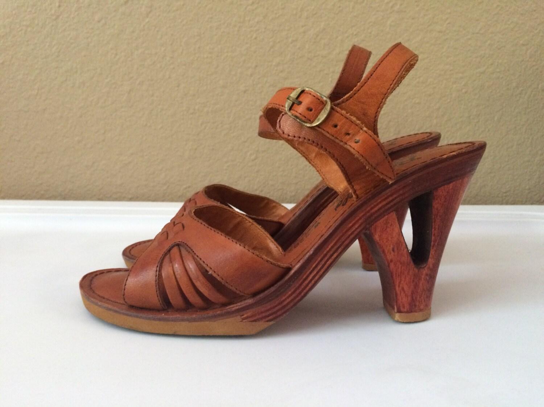 vintage shoes s 70 s platform sandals by freshandswanky