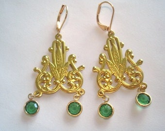 Green  Crystal Gold Tone Repousse  Dangle Vintage Jewelry Earrings
