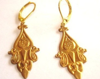 Gold Tone Repousse Dangle Vintage Jewelry  Earrings