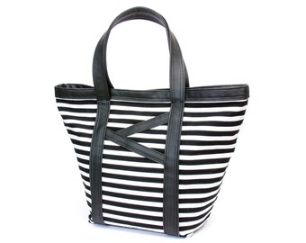 Tote Bag / Diaper Bag / Shopper / Carry all tote / Beach Bag / 13 pockets / Black & white stripes, cotton, faux leather, roomy, wide. Vegan