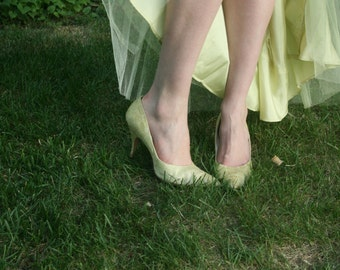 Vintage 1950s/60s Pale Peridot & Silver 'Qualicraft' Pointed Toe Stiletto Heels