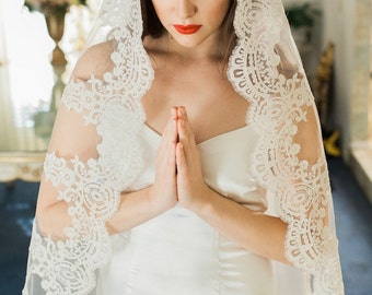 Lace Mantilla Veil, Lace Veil, Bridal Veil Lace, Wedding Veil, Traditional Veil, Fingertip Veil, Chapel Veil, Cathedral Veil, Sofia Veil