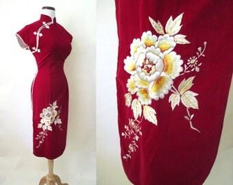 Exotic 1950's  Red Velvet Asian Suzy Wong Party Cocktail Dress Embroidered Flowers Rockabilly VLV Curve Hugging  Vixen Size-Medium