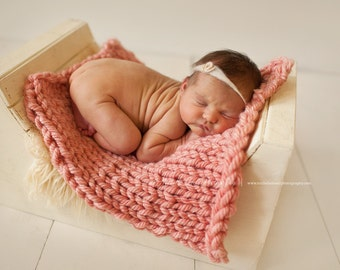 Chunky Posing Blanket for Baby, Beautiful Newborn Photography Prop, Mini Blanket