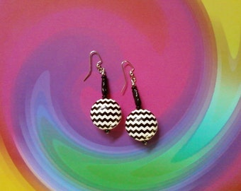 Black and White Chevon Earrings (2159)
