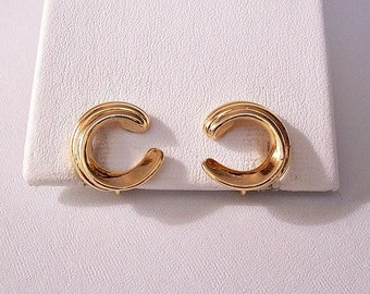 Sarah Coventry Crescent Clip On Earrings Gold Tone Vintage Small Layered Ribbed Swirl Open Discs