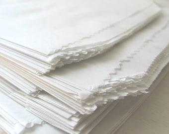 "25 White Paper Bags - Flat 5  x 7 1/2"" - Candy Buffet - Treat / Favor Sacks - 5x7 Medium 1 Lb - 5 x 7.5 - Food Safe Small Flatware Packaging"