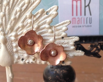 Flores I - Plain sterling silver and Copper flower drop earrings