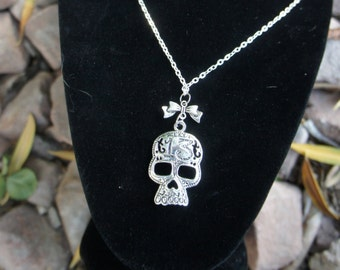 Olivia Paige - Pin up rockabilly sugar skull 13 bow necklace