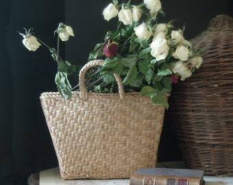 Vintage / Antique Farmhouse Woven Natural Grass Basket / Two Handles / Woven Shopping Basket / Gathering Basket / Shopping Bag / Beach Tote