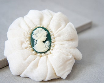 Green Cameo Hair Clip -  Pearl Cameo Brooch - Victorian Hair Clip - Christmas Pearl Cameo Pin - Green And Ivory Cameo - Winter Hair Pin