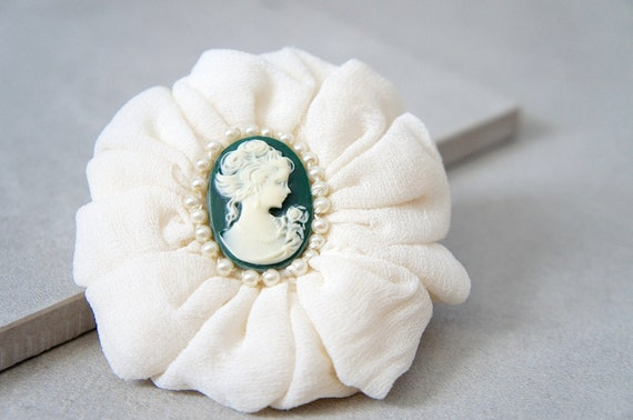 Green Cameo Hair Clip -  Pearl Cameo Brooch - Victorian Hair Clip - Christmas Pearl Cameo Pin - Green And Ivory Cameo - Winter Hair Pin