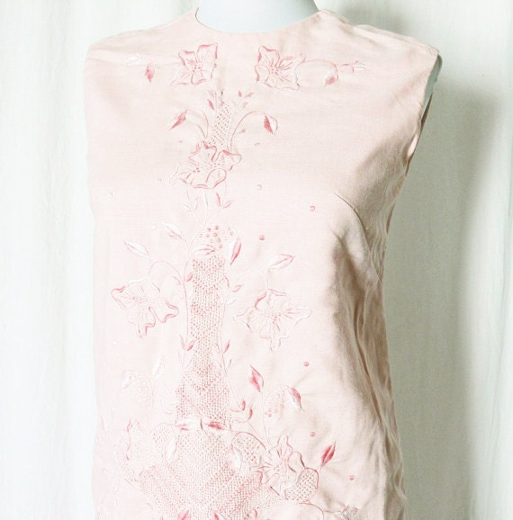 Vintage 60s Mini Dress XS Pink Linen Ombre Embroidered Shift
