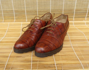 Vintage Lady's Brown Leather Lace Up Chunky Heel Shoes Size: EUR 37 US Woman 6 1/2