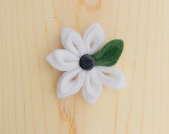 Clearance: The Kona-White Wool  Lapel Flower//Boutonniere//Men's Lapel Flower//Wedding// Flower Lapel Pin//Prom//wool felt