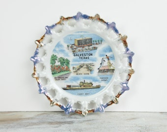 Vintage Galveston Texas Souvenir Plate w/ cutout scallop edge, Landmark Graphics