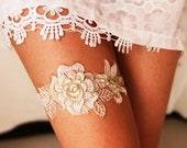 Bridal Garter Wedding Garter Bridal Lace Garter - Soft White / Ivory /Antique White & Gold Golden Rose Flower Bohemian Wedding Garter Gold