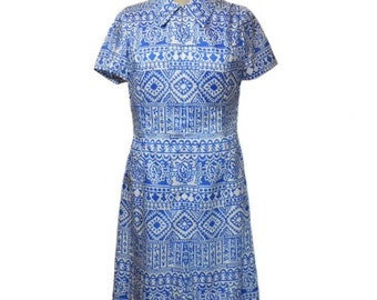 vintage 1960s novelty print dress / blue ivory / silk / shift dress / Daree / Mad Men / 60s day dress / women's vintage dress / size large