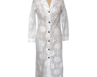 vintage 1970s lace duster / white / cotton blend / bridal wedding / lace dress / button front / women's vintage dress / size medium
