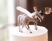 Moose Wedding Cake Topper - Woodland Wedding Cake Topper - Bride Groom Figurine - Rustic Country Cute Deer Animal Wedding Cake Topper Decor
