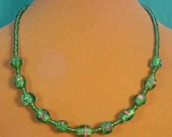 "Beautiful 17"" Green Lampworked Glass necklace - N337"
