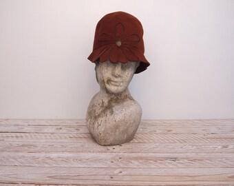 Cloche Hat - 1920s Hat - Felt Hat -  He Loves Me Not Hat