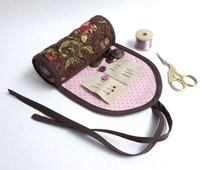 Fabric sewing case / Needle book / Travel sewing pouch / Sewing on the go / Red floral Japanese cotton / Moda French General fabric