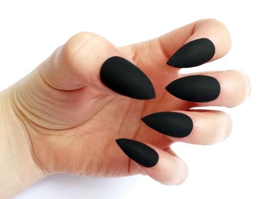 ongles noir mat. Black Bedroom Furniture Sets. Home Design Ideas