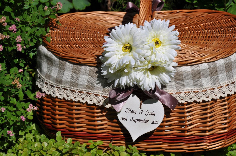 Idea wedding gift personalized wedding wicker picnic basket