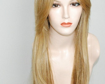 Light blonde mixed with golden and ash blonde straight layered wig