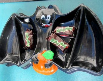 Halloween Candy Tray Smiling Bat Pumpkin Sectional Dish Trick or Treat Decoration