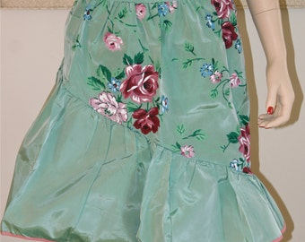 Cutest Apron Ever! Vintage Kerry Brooke Acetate Apron from the 1950's, Mint Condition, Sears Roebuck & Co. Haute couture, Domestic Goddess