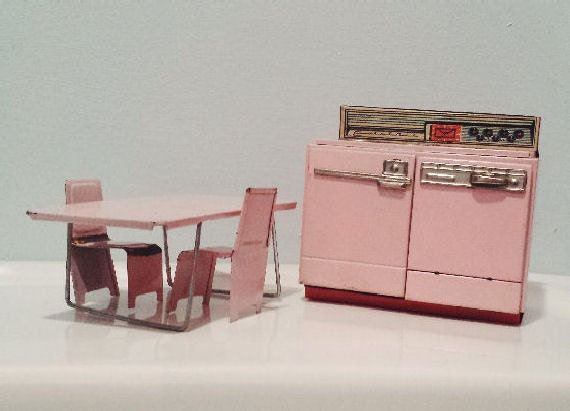 Vintage tin toy stove table chairs little mothers kitchen for Toy kitchen table