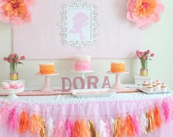 1 Dora the Explorer Glittered Centerpiece