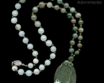 Carved jade cameo pendant and bead necklace. (nlja860)