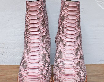 [Discount 20% on the price] pink Python boots