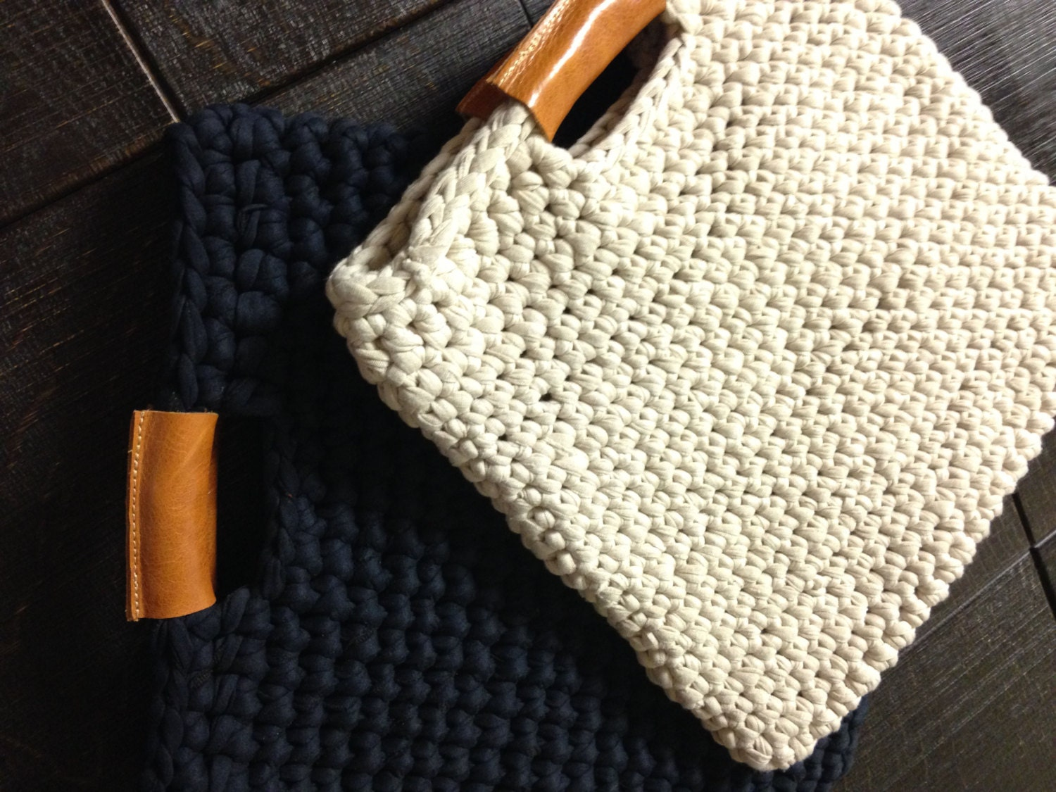 Chunky crochet bag with real leather handles by StudioInBudapest