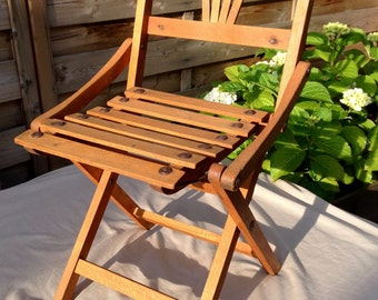Like the big ones! Folding garden chair for child