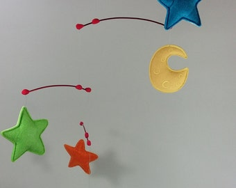 Cohete Espacial: Móvil de Fieltro con Nave Espacial, Luna y Estrellas . Space Rocket. Felt Crib Mobile with Spaceship, Moon and Stars
