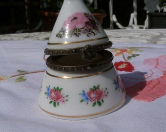 A vintage French trinket box or pill box by Porcelain Art.