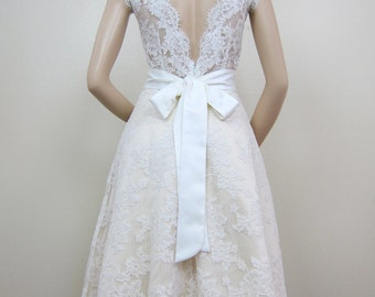 Short lace wedding dress, sleeveless alencon lace