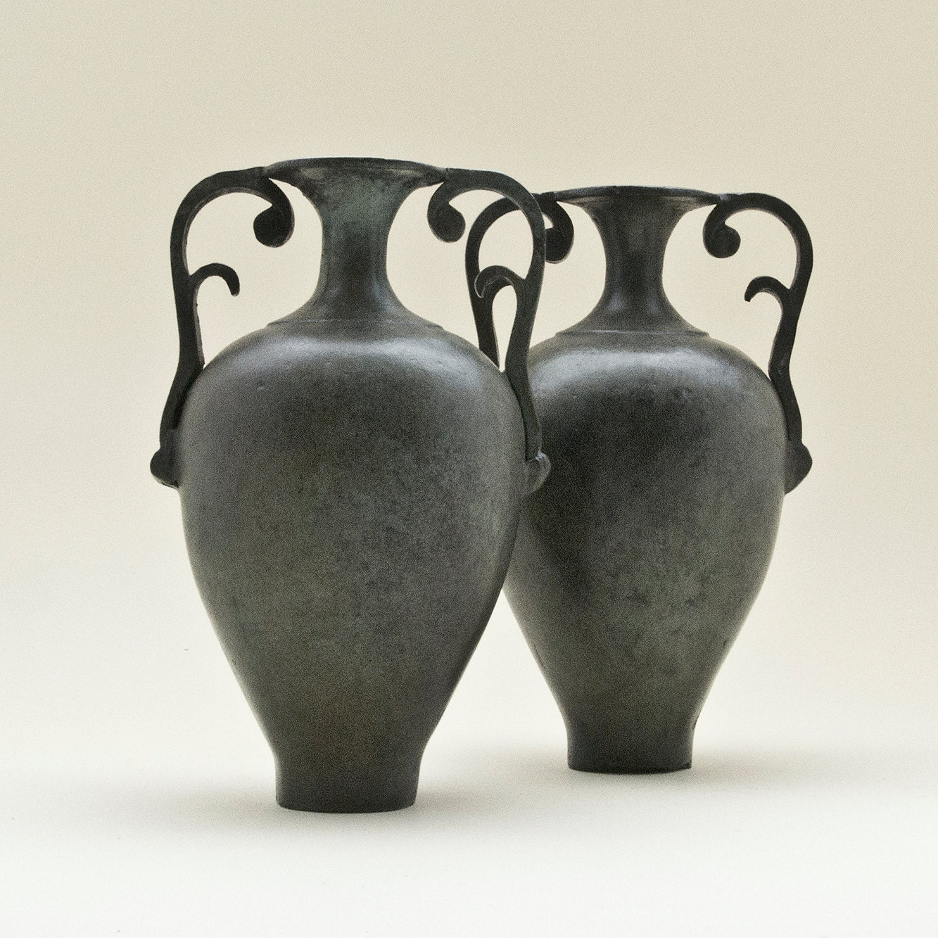 amphora greek bronze vessel with handles. Black Bedroom Furniture Sets. Home Design Ideas